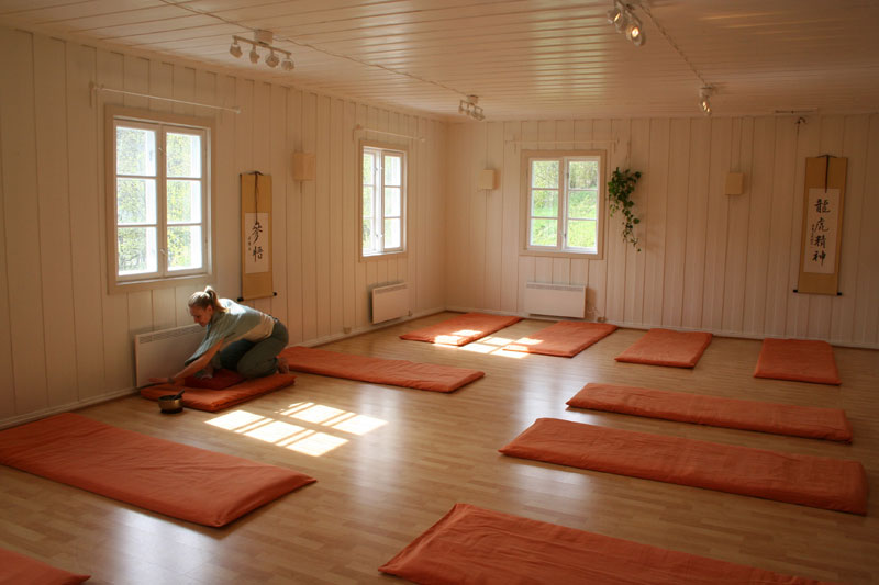 yogarom-monica
